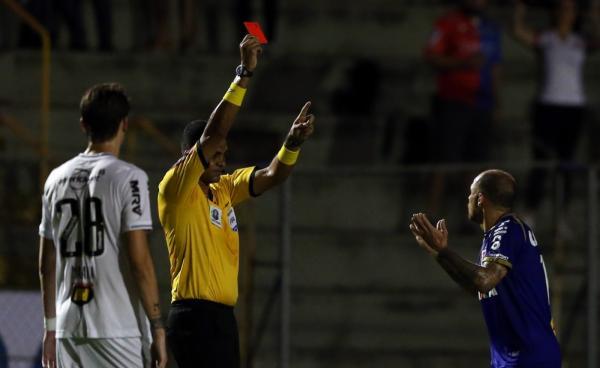 Paraná x Palmeiras: Dado perde Richard, Alex Santana e mais dois para o duelo com o líder