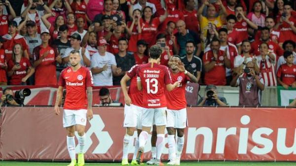 Damião e Edenílson brilham, Inter vence e afunda mais o América-MG na estreia de Givanildo
