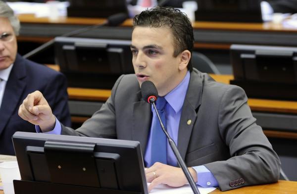 Aliel analisa relatório de PL sobre redução de agrotóxicos