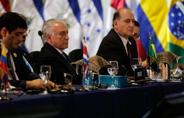 Transição de governo tem sido ''civilizada'' e ''suave'', diz Temer