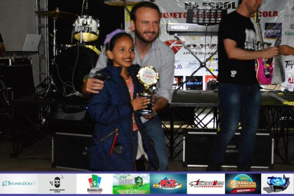 Tamíris é campeã da Categoria Mirim do III Festival da Canção do Música na Escola