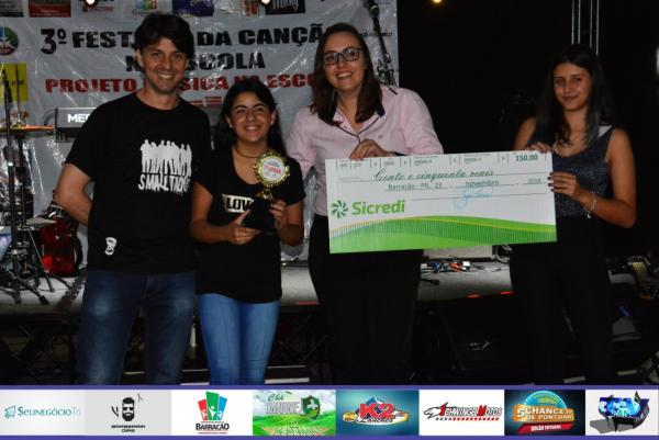 Patricia de Castro Oliveira é a vencedora da Categoria Infanto-Juvenil no III Festival da Canção