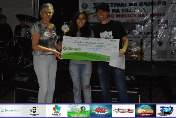 Emily Tainá Rodrigues canta Elis Regina e vence a categoria Juvenil do III Festival da Canção