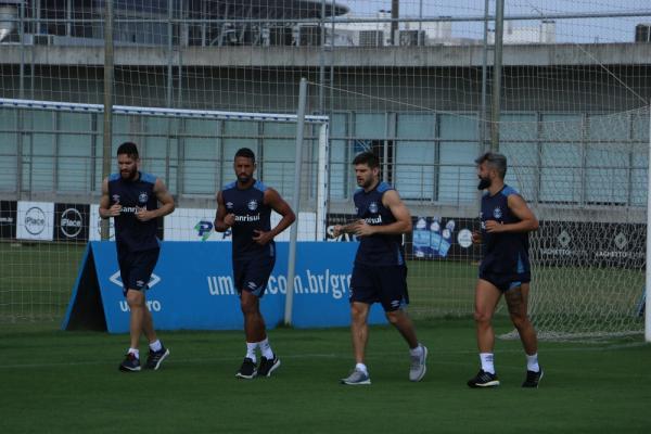 Com permanência indefinida, Renato não aparece no gramado do CT em treino físico do Grêmio