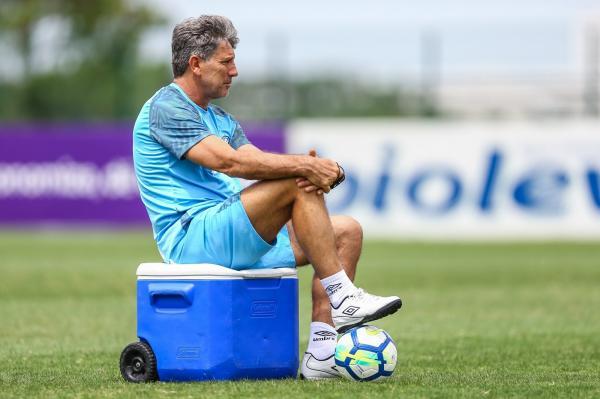 Grêmio chega ao teto em proposta e aguarda resposta de Renato