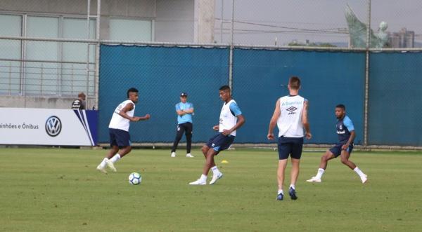 Grêmio x Corinthians: Jean Pyerre e Cortez voltam a treinar e devem jogar