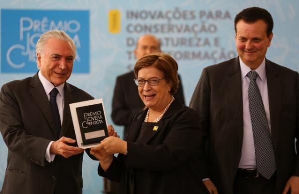 Temer entrega Prêmio Jovem Cientista em ato no Planalto