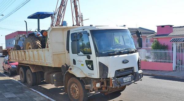 Caminhão e trator roubados são recuperados após perseguição