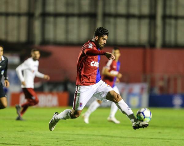 Rayan estava desde 2017 no Paraná, mas não terá seu contratdo renovado — Foto: Geraldo Bubniak