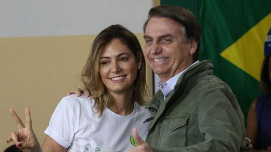 Bolsonaro diz a site que depósito de ex-assessor do filho na conta de Michele foi para pagar dívida