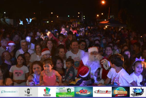 Barracão – Cantata, chegada do Papai Noel e queima de fogos marcaram a abertura oficial de natal
