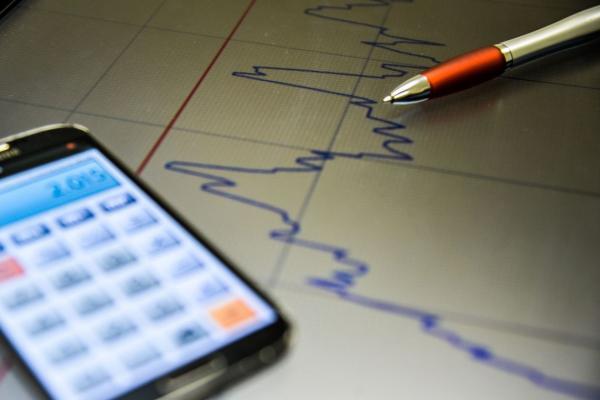 Mercado financeiro reduz expectativa de inflação e de crescimento do PIB para 2018