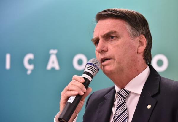 ''Ele vai dar as explicações'', diz Bolsonaro sobre ex-assessor do filho citado em relatório do Coaf