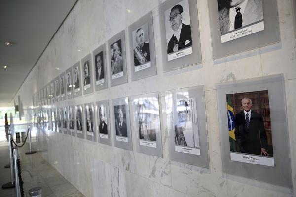 Galeria dos presidentes da República no Palácio do Planalto recebe a foto de Michel Temer