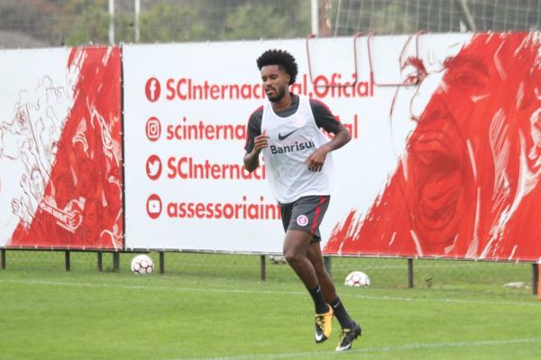 Grêmio contrata atacante ex-Inter Joanderson para o time de transição