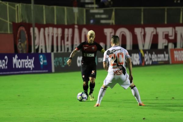 Inter negocia empréstimo de Neílton em troca com o Vitória por Andrigo