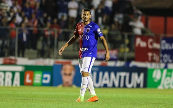 Paraná empresta lateral Cristovam para o Ceará; jogador estava na Coréia do Sul