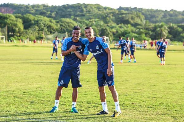 Grêmio estipula prazo e tem pressa para definir renovações de Léo Moura e Cícero