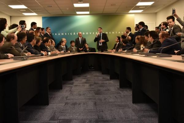 Bolsonaro diz que legislação trabalhista ''vai ter que se aproximar da informalidade''