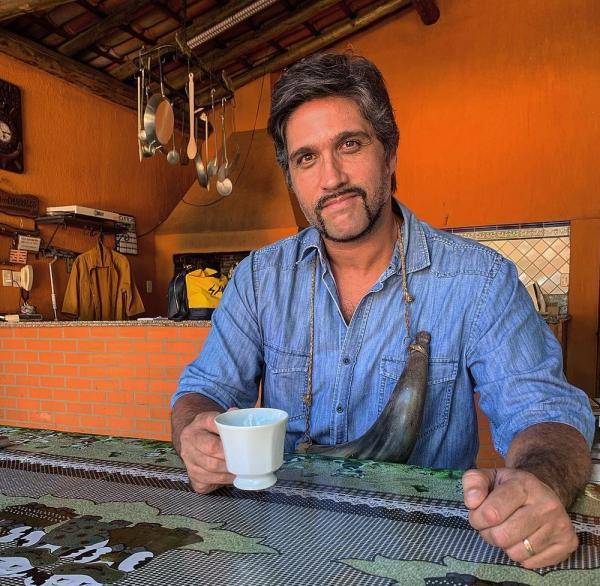 Leo Chaves lança primeira música solo após pausa em parceria com o irmão, Victor