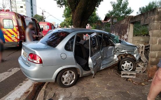 Colisão entre veículos deixa quatro feridos