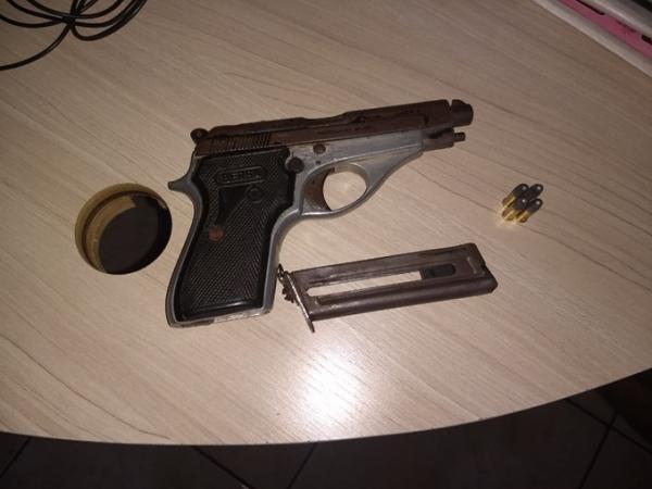 Polícia Militar apreende pistola de fabricação Argentina
