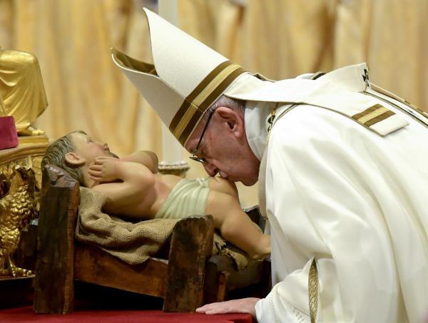 Papa critica a ganância por bens materiais e pede mais simplicidade na Missa do Galo