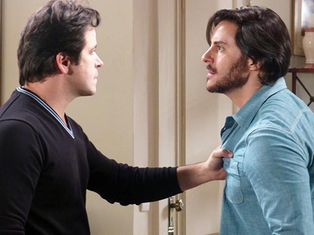 Novelas - Herval joga na cara de Jonas que é o novo diretor da Marra e os dois brigam feio