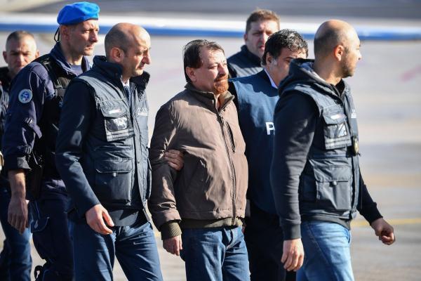 Battisti chega à Itália após quase 40 anos foragido e será levado a presídio em Roma