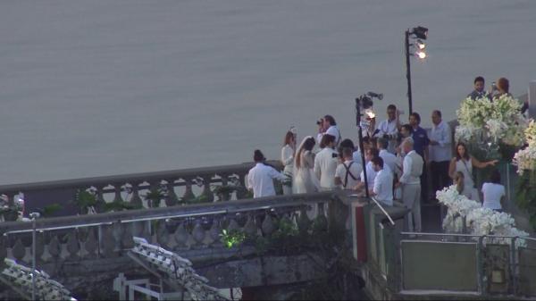 Alok se casa ao nascer do sol aos pés do Cristo Redentor, no Rio