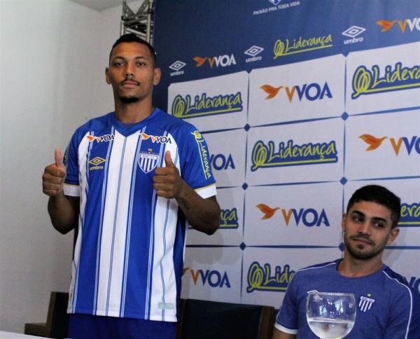 Substituto de Guga na lateral do Avaí, Alex Silva evita comparações e fala das características