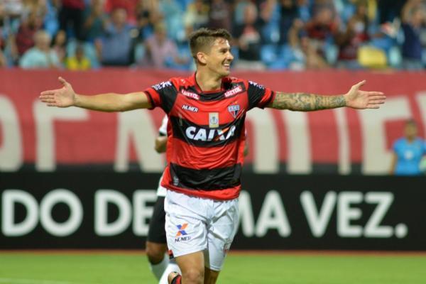Chapecoense negocia a contratação do atacante Everaldo