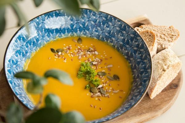 Remédios caseiros, como canja de galinha, podem curar resfriado?