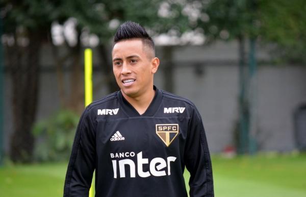 Atrás de um meia, Grêmio busca informações por empréstimo de Cueva