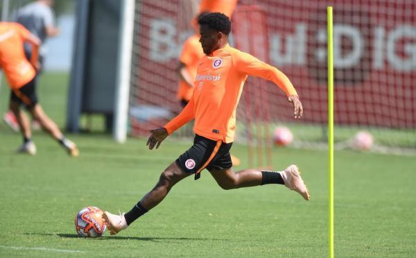 Inter prepara estreia de Rithely após quase um ano para ser alternativa a Dourado