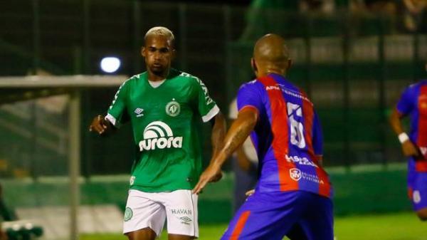 Wellington Paulista faz no fim, e Chapecoense vence o Marcílio Dias na estreia