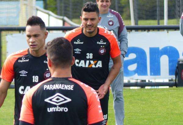 Com contratos curtos, Paranaense vira prova de fogo para Plata, Marquinho e jovens do Athletico