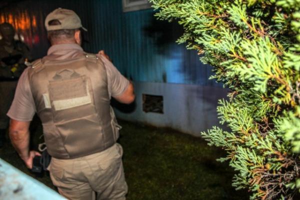 Criminosos tentam incendiar residência em São Miguel do Oeste