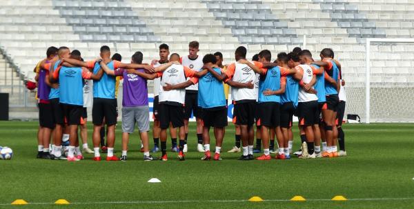 Athletico faz o último treino antes da estreia no Paranaense; confira a provável escalação