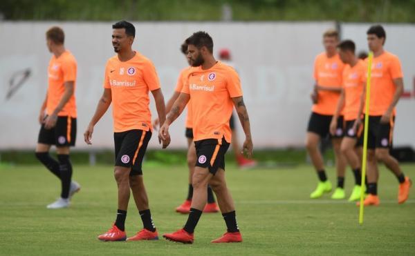 Com Neilton, Parede Sobis e Lindoso, Inter inscreve 24 jogadores para estreia no Gauchão