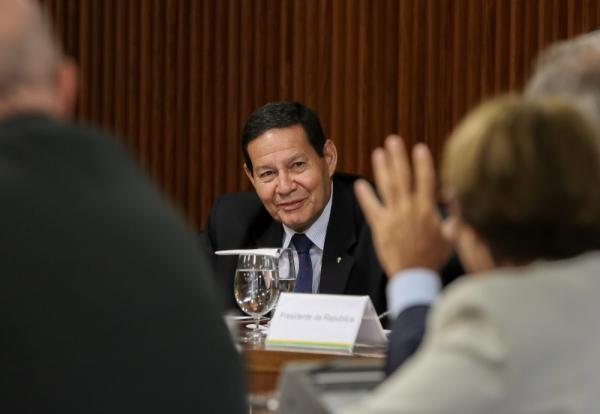Mourão vai despachar no gabinete da Vice-Presidência durante viagem de Bolsonaro a Davos