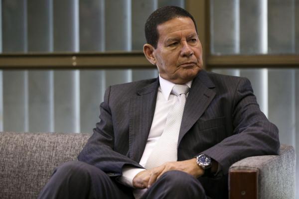 Caso de Flávio Bolsonaro ''não tem nada'' a ver com governo, diz Mourão