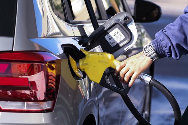 Petrobras anuncia alta de 1,2% no preço médio da gasolina nas refinarias