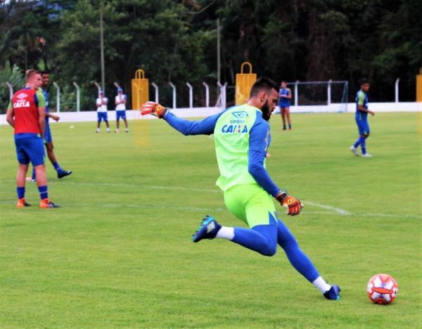 Com dores no tornozelo, Lucas Frigeri deve voltar no clássico contra o Figueirense