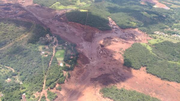 Barragem da Vale se rompe em Brumadinho; moradores estão sendo retirados das casas