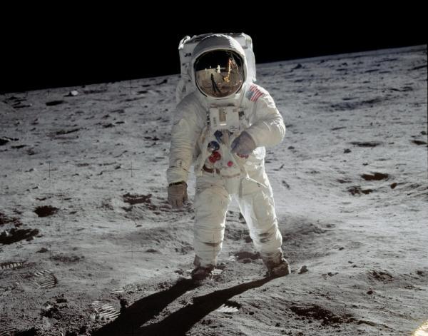 Exploração da Lua: se a superfície lunar virar um campo de mineração, quem será seu dono?