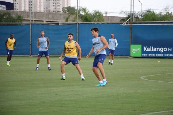 Kannemann volta a treinar com reservas e pode ser novidade no Grêmio contra o Caxias