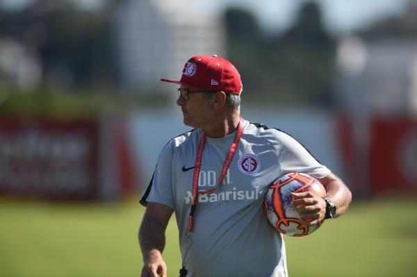 Com novo sistema, Inter testa variações para a Libertadores e cria alternativa a D'Alessandro