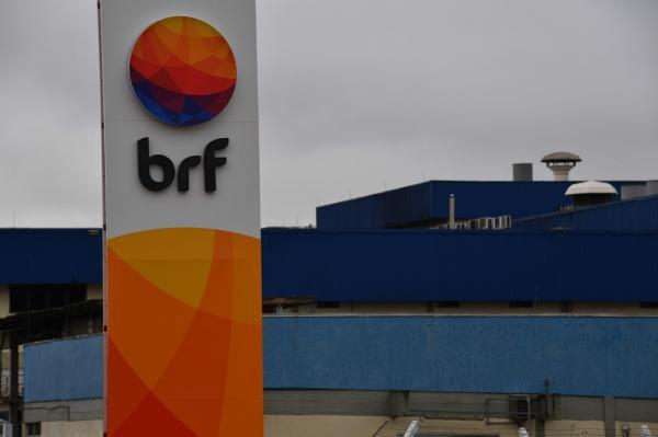 BRF anuncia recolhimento de 164,7 toneladas de frango da Perdigão por possível presença de salmonela