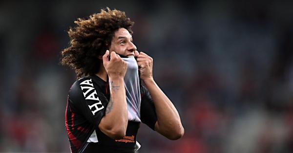 Gedoz tem futuro incerto, e Tiago Nunes descarta meia no Athletico: